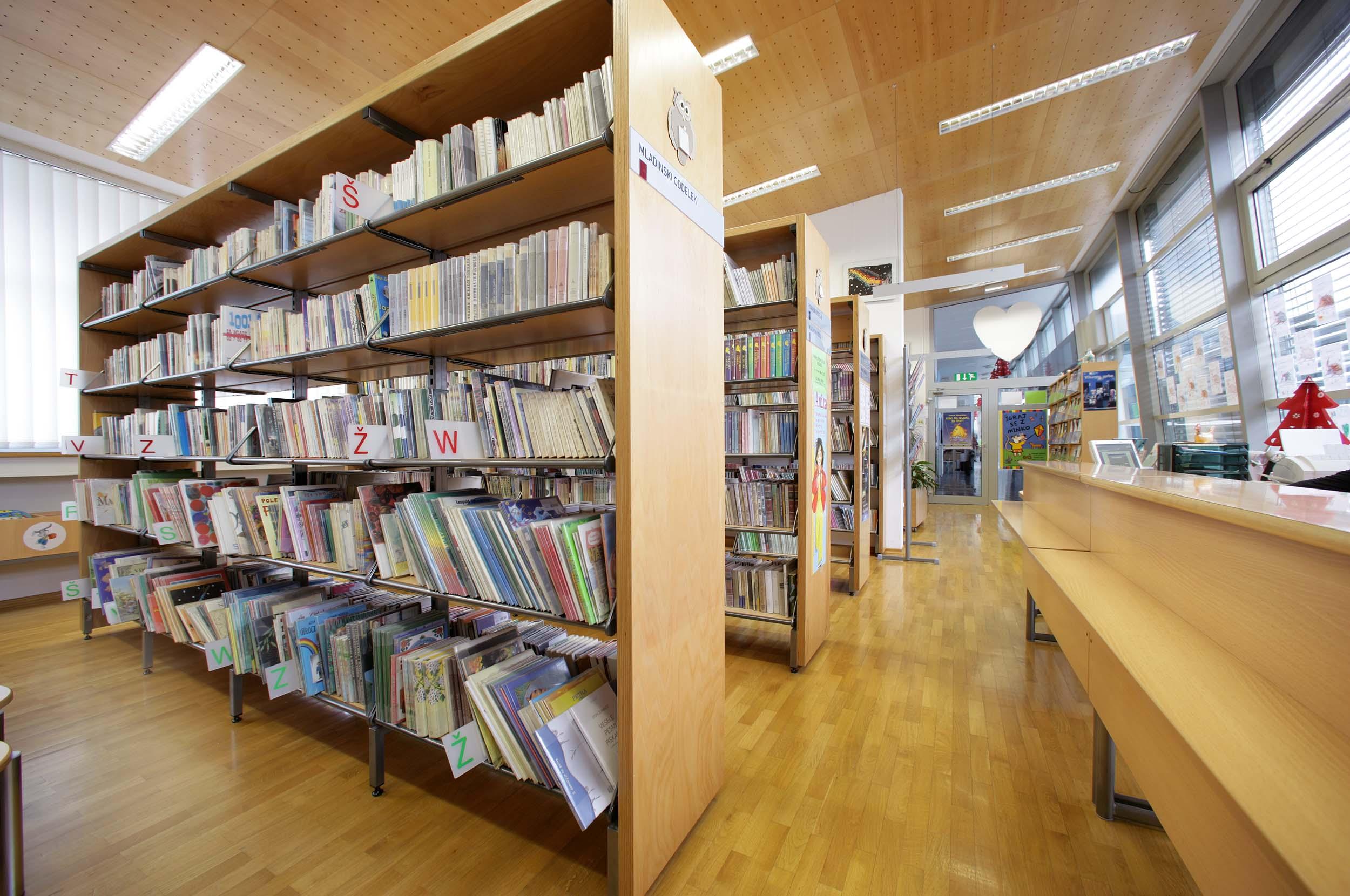 Leseno pohištvo za knjižnice